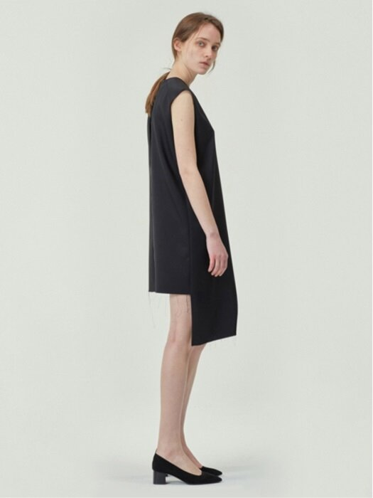 [MATERIALS] UNBALANCE CUTTING BLACK DRESS