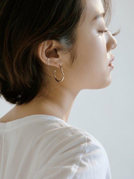 Hug Earring
