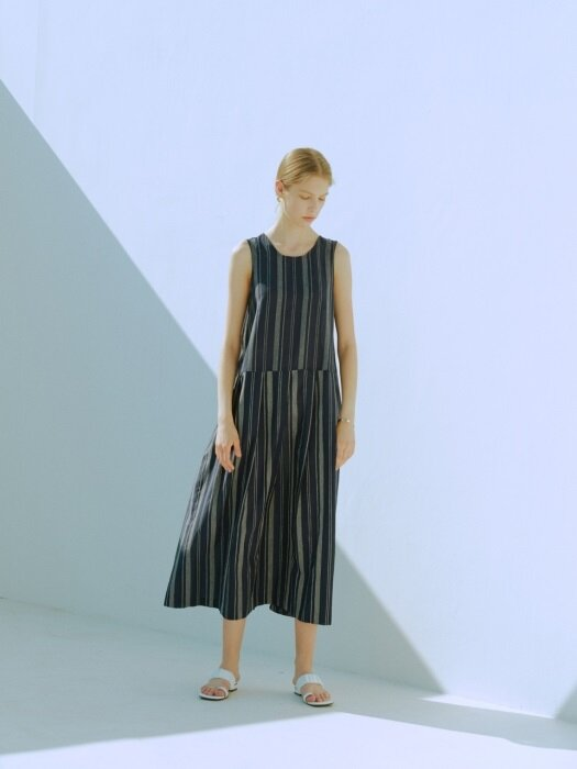 [EXCLUSIVE] STRIPE PATTERN MAXI DRESS