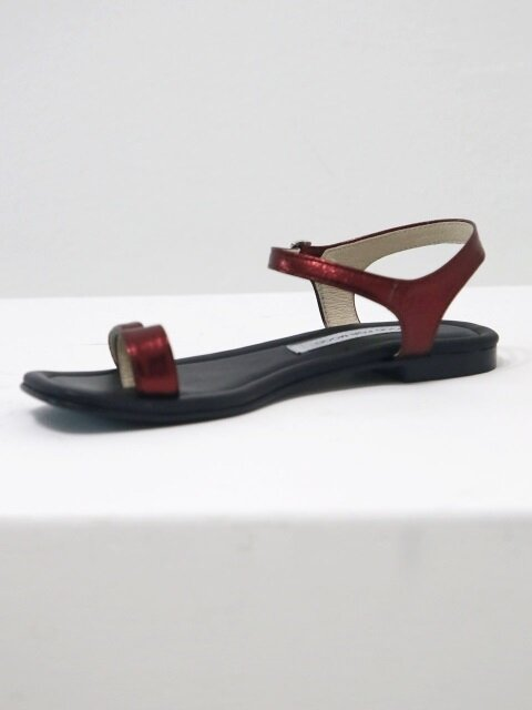 Due Toe Sandal, Red