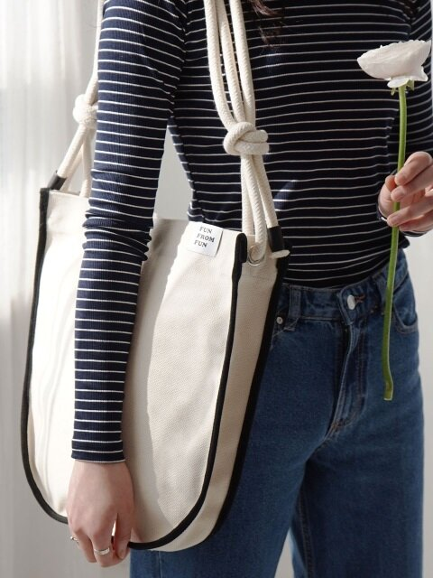 Rope shoulder round canvas bag_ivory + black