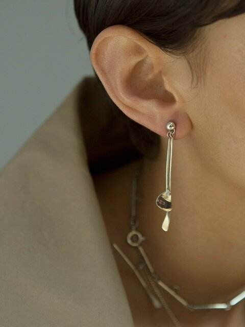 moving line earring