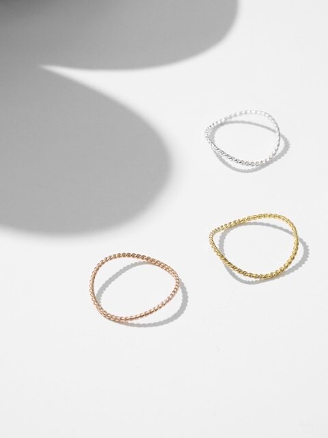 Layered curve ring