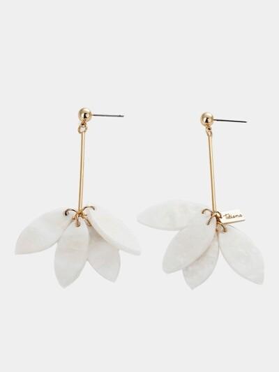 WHITE FLOWER PETAL EARRING