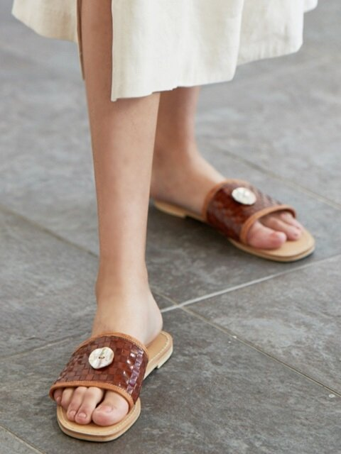 botton mesh leather slippers_brown