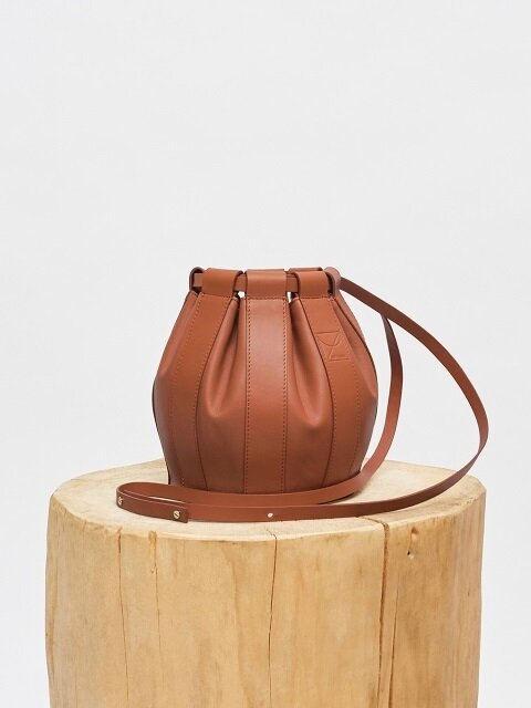 18SS LEATHER DRAWSTRING SMALL BAG - BROWN