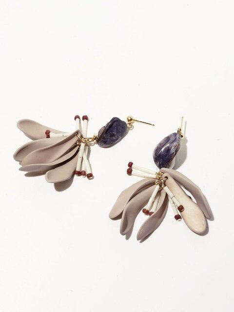 Black Shell Petal Earrings