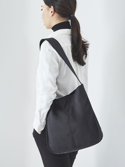 DAY ROUND HOBO (Black)