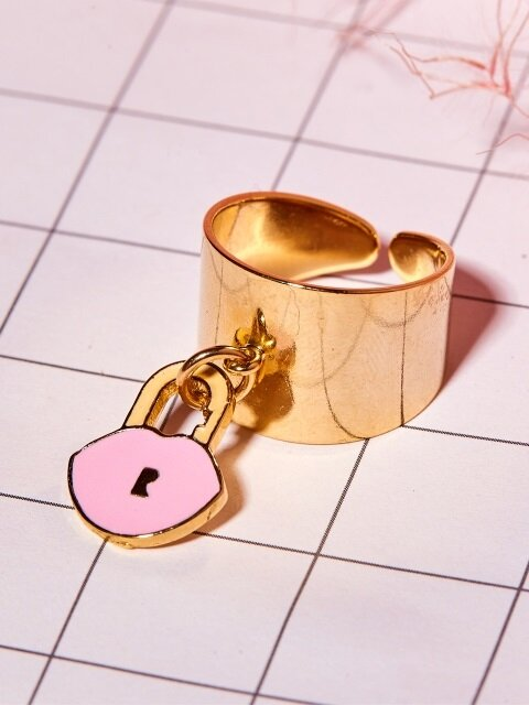 LIP LOCK WIDE RING_PINK