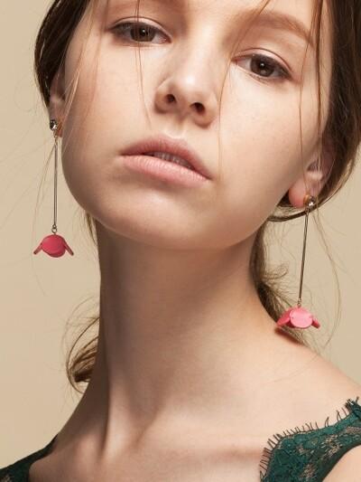 FLOWER STIC DROP EARRING