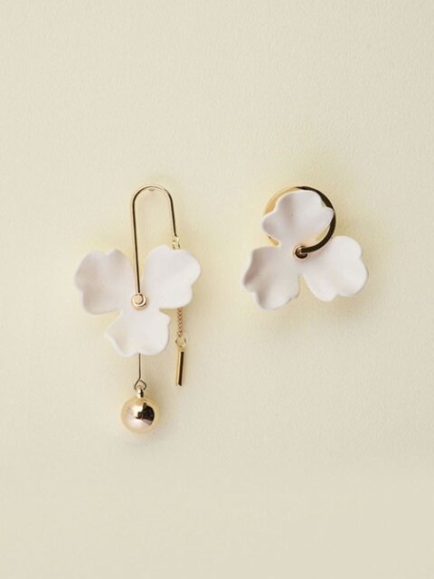 Melting flower earrings