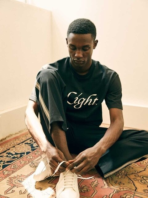 LIGHT. T-SHIRT [BLACK]
