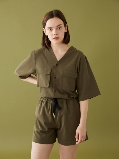COLLARLESS V NECK SS SHIRT KHAKI