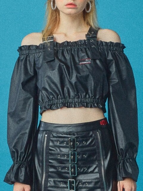 BELT SHIRRING OFF SHOULDER BLOUSE [LEATHER]