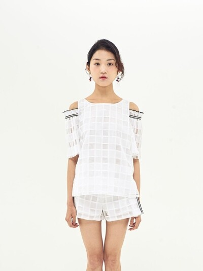 POINT TAPE OFF SHOULDER TOP_WHITE
