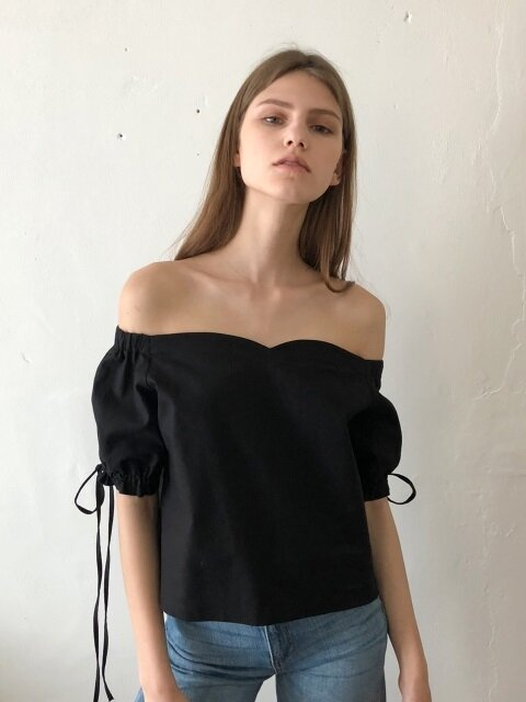 18 SS tulip off-the-shoulder linen blouse (black)