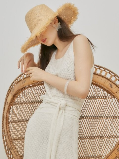 comos'23 strap cropped knit sleeveless (ivory)
