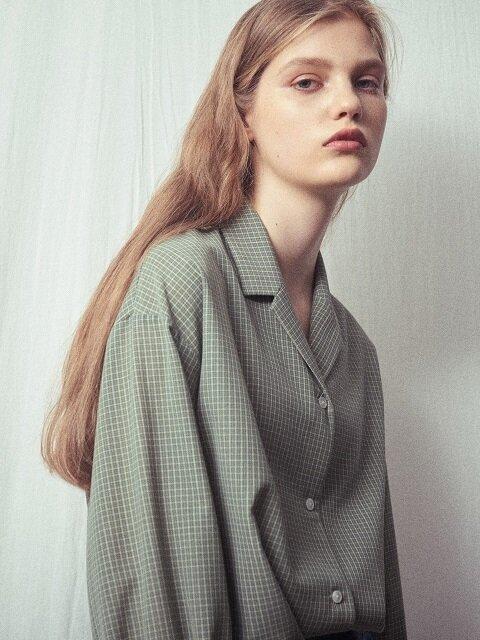 Via peplos sleeve check blouse