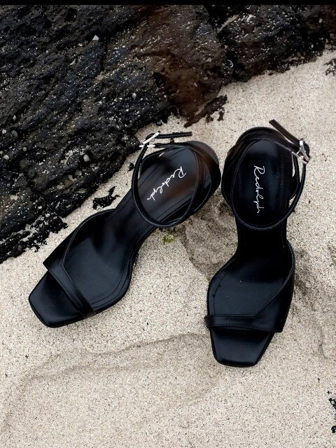 ASYMMETRY ANKLE STRAP 100 SANDALS IN BLACK LEATHER