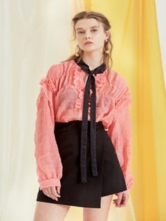 Ribbon choker blouse