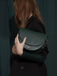 COW LEATHER LAMI BAG _ DEEP GREEN