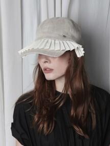 Pleats square cap