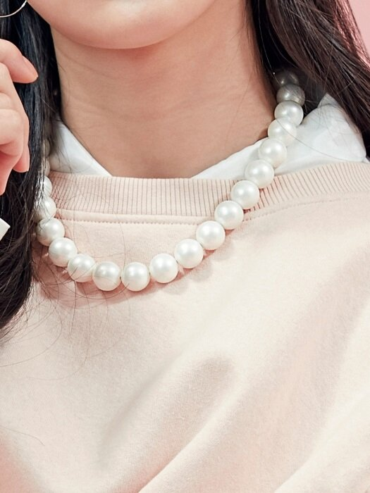 B PEARL NECKLACE