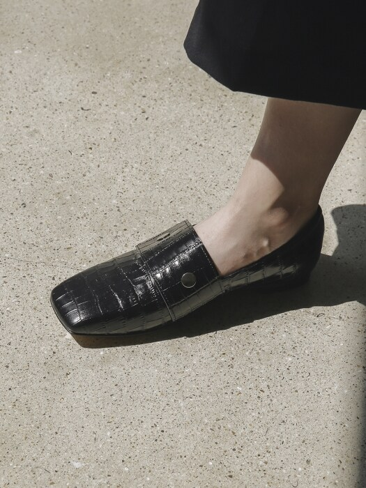 LWF18-10-1 Square Toe Loafer_Black