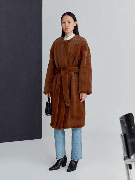 BELTED FAUX-FUR COAT (BROWN)