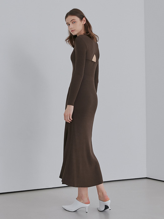 A RIBBED KNIT LONG DR_BROWN
