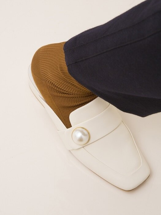 BIP18301 PEARL BUTTON LOAFER IVORY