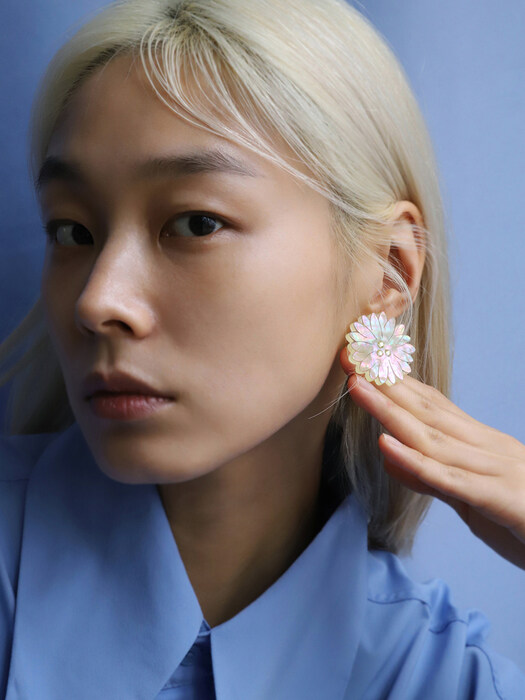 [THE GOBO x Root57] LARGE DAISY STUD EARRING_003CB_E02