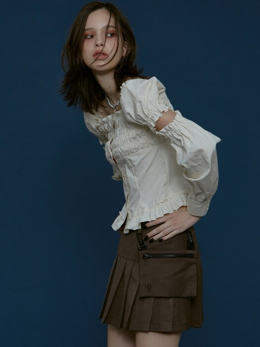 DETACHABLE SLEEVE SHIRRING BLOUSE beige
