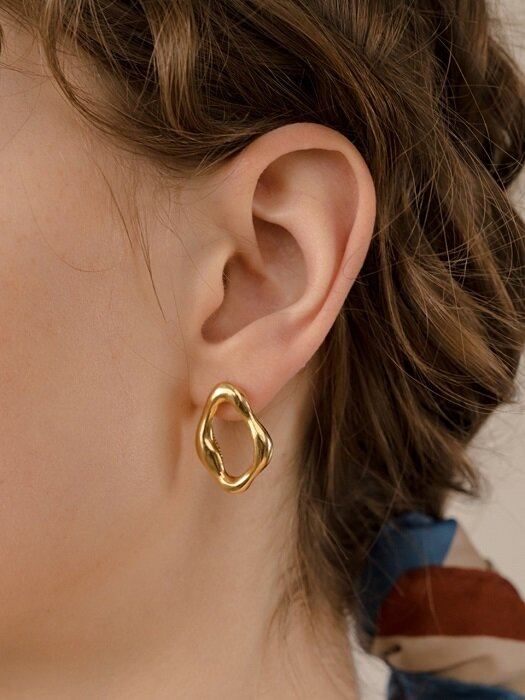 FLOATING CIRCLE EARRING