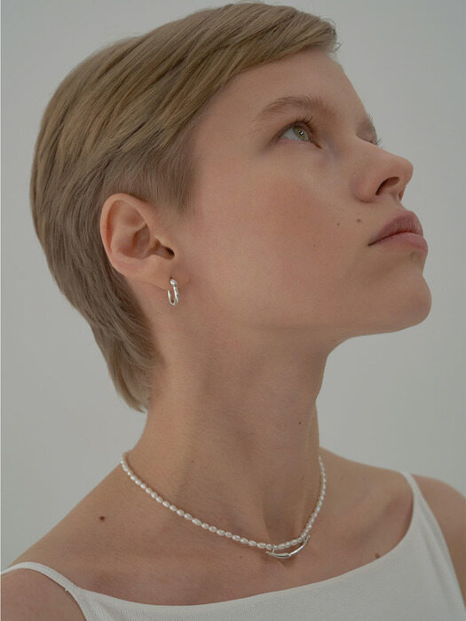 Cosse white pearl necklace