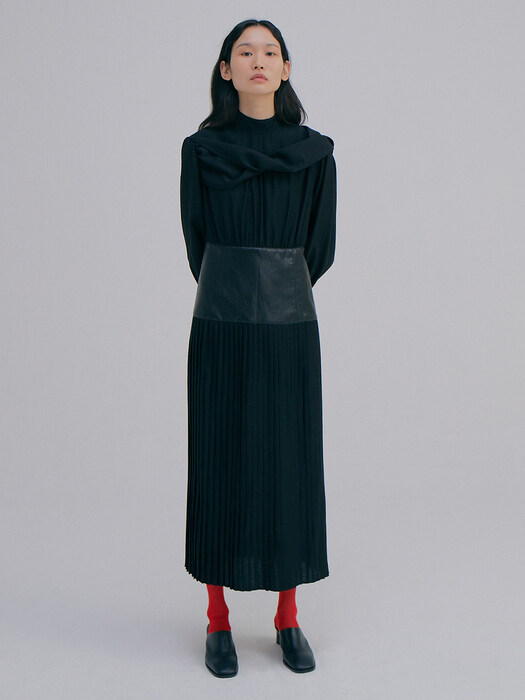 Twist Pleats Dress_Black