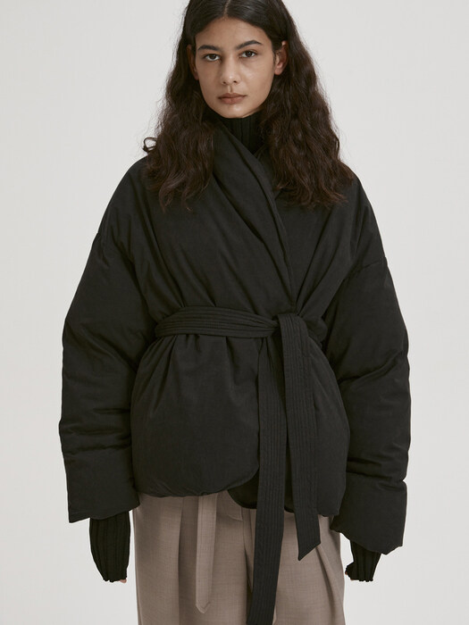 BELTED DOWN JACKET (BLACK)