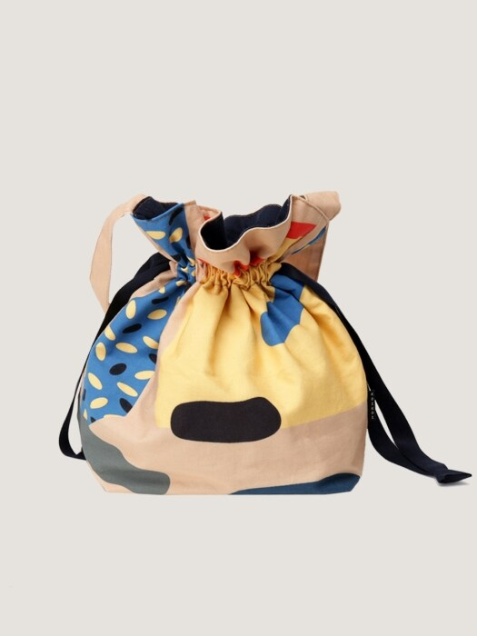 Cut outs beige large string bag