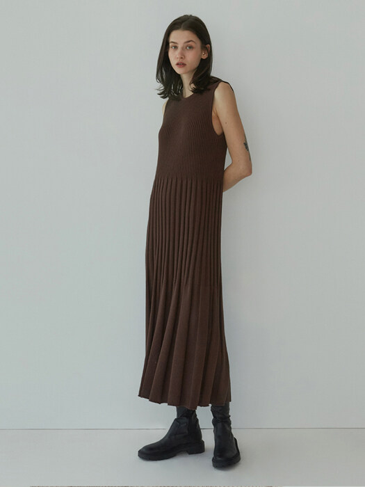 Boucle Ribbed One Piece (Brown)