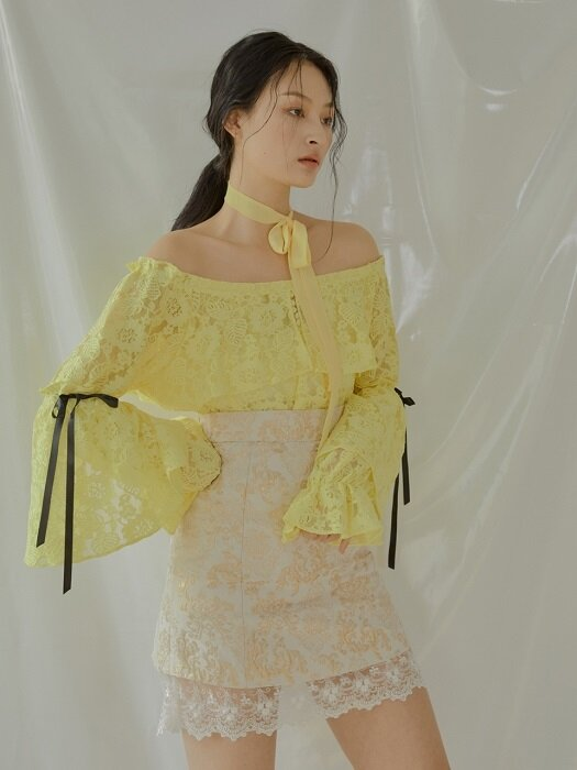 Daisy Lace Off-shoulder Blouse [Yellow]