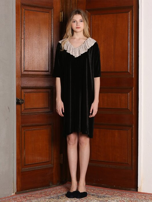 VELVET RUFFLE DRESS [BLACK]