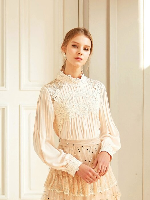 ISLA / Lace Embroidery Blouse