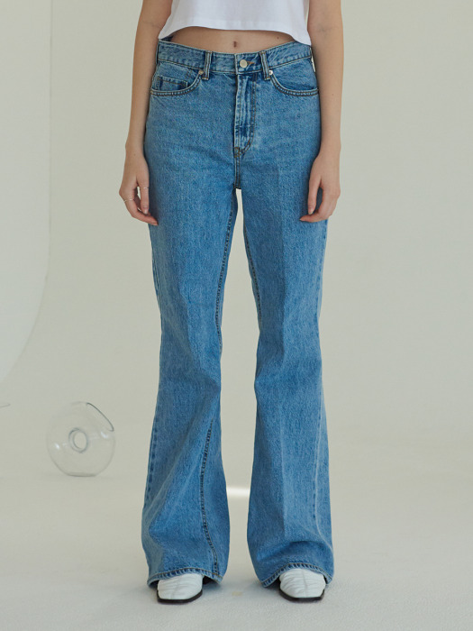 BOOTCUT JEANS (LIGHT BLUE)