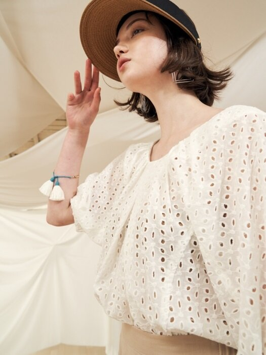 18 summer_White Volume Lace Blouse