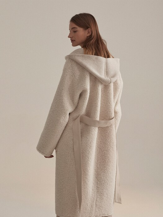 Mouton Faux-Shering Reversible Long Mustang Coat_Ecru Ivory
