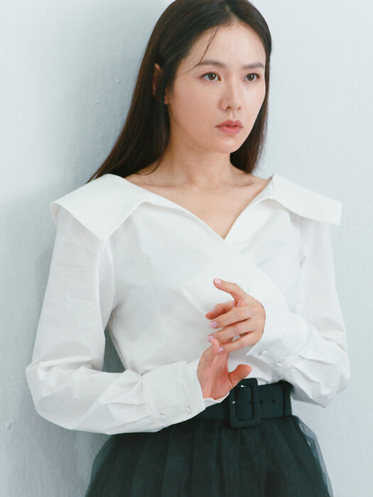 ELLIE V-neck blouse (Off white)