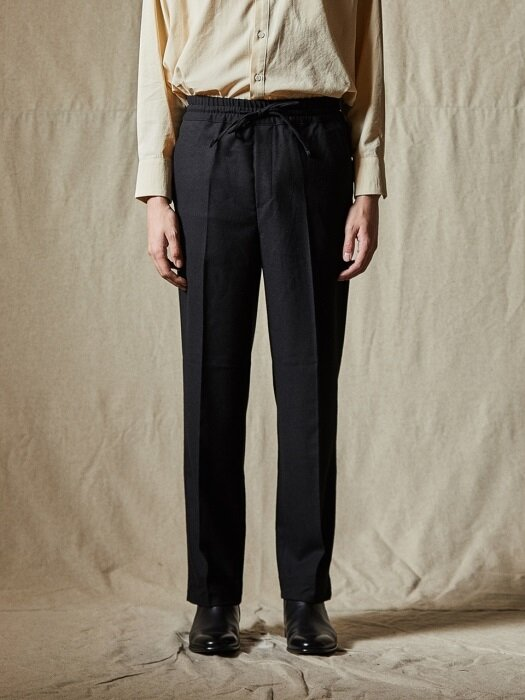 EASY BANDING WOOL PANTS [BLACK]