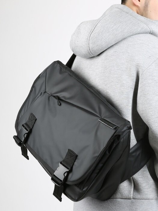 COMPOUND MESSENGER BAG / MATT BLACK