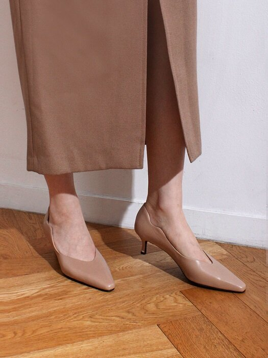 Wave point kitten heel [BEIGE]