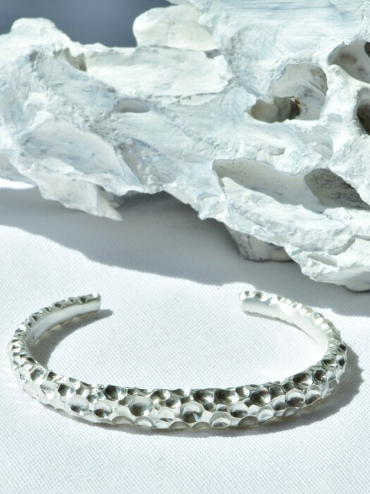 Crater bangle (silver)